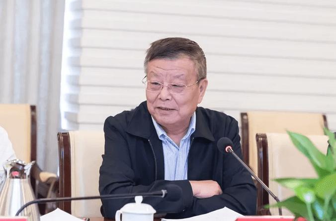 云账户首席技术官向全国政协副主席邵鸿汇报服务灵活就业情况 11
